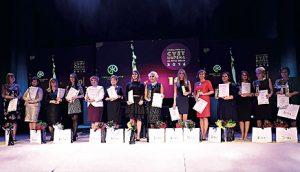 """Добитнице признања """"Цвет успеха за жену змаја"""" на централној церемонији 27. октобра 2016. у Мадленијануму"""
