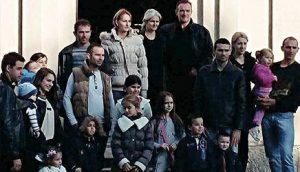Велика и сложна фамилија: Марковићи са синовима, снахама, унучићима