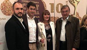 """Светлана Миљковић са супругом и синовима на додели признања """"Цвет успеха за жену змаја"""""""
