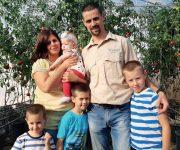 У ПОСЕТИ ПОРОДИЦИ РАДИН У СТАПАРУ, КОД СОМБОРА: Парадајз из водене баште је будућност повртарства