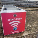 Jedanaest osnovnih škola u Srbiji dobilo Supernova pametne klupe